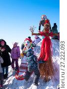 Купить «Russia, Khabarovsk, February 25: Shrovetide, children with a scarecrow symbol of a girl of winter», эксклюзивное фото № 27222093, снято 25 февраля 2017 г. (c) Катерина Белякина / Фотобанк Лори