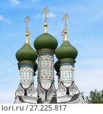 Купить «Купола Успенской церкви на Ильинской горе. Нижний Новгород», эксклюзивное фото № 27225817, снято 13 июля 2017 г. (c) Александр Щепин / Фотобанк Лори
