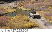 Купить «Грузовик пересекает реку Куркурек на Алтае / Very old russian truck crossing river Kurkurek on Altai mountain plateau Eshtykel», видеоролик № 27233309, снято 13 ноября 2017 г. (c) Serg Zastavkin / Фотобанк Лори