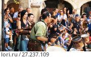 Купить «Performance from musicians on Medieval Fiesta playing on ancient music instruments», видеоролик № 27237109, снято 27 сентября 2017 г. (c) Яков Филимонов / Фотобанк Лори