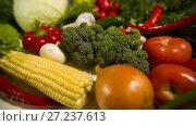 Купить «Vegetables on a table», видеоролик № 27237613, снято 14 октября 2016 г. (c) Илья Шаматура / Фотобанк Лори