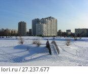 Купить «Многосекционный панельный жилой дом разной этажности серии И-155-С, построен в 2006 году. Курганская улица, 3. Район Гольяново. Город Москва», эксклюзивное фото № 27237677, снято 11 февраля 2010 г. (c) lana1501 / Фотобанк Лори