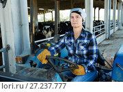 Купить «woman working on small farm tractor», фото № 27237777, снято 24 октября 2017 г. (c) Яков Филимонов / Фотобанк Лори