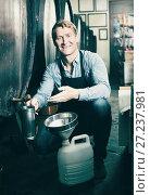 Купить «Male seller in wine cellar», фото № 27237981, снято 23 июля 2018 г. (c) Яков Филимонов / Фотобанк Лори