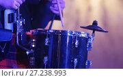 Drum performer plays drumstick at the stage. Стоковое видео, видеограф Константин Шишкин / Фотобанк Лори
