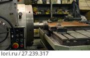 Купить «Machining of a metal part on a large boring machine», видеоролик № 27239317, снято 10 ноября 2017 г. (c) Андрей Радченко / Фотобанк Лори