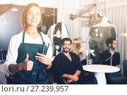 Купить «positive woman hairdresser thumbs up», фото № 27239957, снято 14 декабря 2017 г. (c) Яков Филимонов / Фотобанк Лори