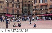 Туристы на Пьяцца-дель-Кампо. Сиена (2017 год). Редакционное видео, видеограф Виктор Карасев / Фотобанк Лори