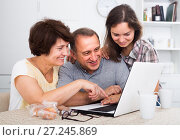 senior couple and daughter with laptop at home. Стоковое фото, фотограф Яков Филимонов / Фотобанк Лори