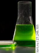 Купить «Petri dishand retort with green and blue with a chemical reagent. Chemical experiment with Laboratory glass», фото № 27248101, снято 6 февраля 2016 г. (c) Евгений Ткачёв / Фотобанк Лори
