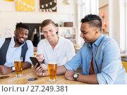 Купить «male friends with smartphone drinking beer at bar», фото № 27249381, снято 2 мая 2017 г. (c) Syda Productions / Фотобанк Лори