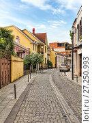 Купить «Узкие улицы старого Батуми. Грузия», фото № 27250993, снято 3 июля 2016 г. (c) Евгений Ткачёв / Фотобанк Лори