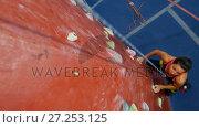 Купить «Woman practicing rock climbing in fitness studio 4k», видеоролик № 27253125, снято 29 мая 2020 г. (c) Wavebreak Media / Фотобанк Лори