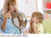 Купить «Cute kid boy at speech therapist office», фото № 27257453, снято 20 ноября 2017 г. (c) Оксана Кузьмина / Фотобанк Лори