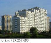 Купить «Многосекционный панельный жилой дом разной этажности серии И-155-С, построен в 2006 году. Курганская улица, 3. Район Гольяново. Город Москва», эксклюзивное фото № 27257693, снято 12 сентября 2009 г. (c) lana1501 / Фотобанк Лори