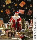 Купить «Дед Мороз на фоне новогодней елки с подарками и рождественские игрушки», фото № 27260721, снято 3 декабря 2017 г. (c) Валерия Попова / Фотобанк Лори