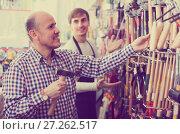 Купить «client and salesman at tooling section», фото № 27262517, снято 18 ноября 2018 г. (c) Яков Филимонов / Фотобанк Лори
