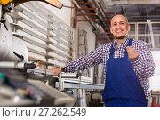 Professional worker in PVC shop. Стоковое фото, фотограф Яков Филимонов / Фотобанк Лори