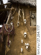 Купить «Mali. Dogon Country. Begnimato village. Barns erected with wood and adobe. Animal skulls and skins hang from their walls. This is a characteristic trait of animist religions,», фото № 27264117, снято 4 августа 2008 г. (c) age Fotostock / Фотобанк Лори