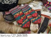Купить «Шерстяные варежки», фото № 27269505, снято 28 сентября 2015 г. (c) Яковлев Сергей / Фотобанк Лори