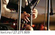 Купить «Bagpipe player in a kilt plays musical instrument at the stage», видеоролик № 27271809, снято 16 июля 2018 г. (c) Константин Шишкин / Фотобанк Лори