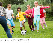 Купить «Company of kids are jogning and playing football», фото № 27272357, снято 7 сентября 2017 г. (c) Яков Филимонов / Фотобанк Лори