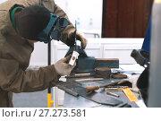 Купить «Man worker making workpieces with hummer - workshop», фото № 27273581, снято 7 декабря 2017 г. (c) Константин Шишкин / Фотобанк Лори