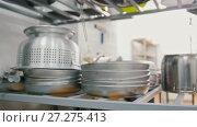 Купить «Pile of pans, saucepans and dishes on the commercial kitchen», видеоролик № 27275413, снято 22 июля 2018 г. (c) Константин Шишкин / Фотобанк Лори