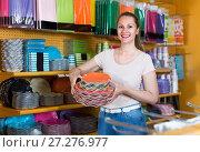 Купить «Young female is holding dishes in hands», фото № 27276977, снято 19 апреля 2017 г. (c) Яков Филимонов / Фотобанк Лори