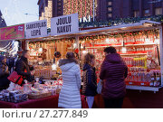 Купить «Christmas market in Helsinki, Finland», фото № 27277849, снято 9 декабря 2017 г. (c) Stockphoto / Фотобанк Лори
