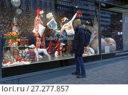 Купить «Christmas show window of Stockmann department store», фото № 27277857, снято 9 декабря 2017 г. (c) Stockphoto / Фотобанк Лори