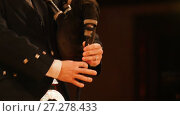 Купить «Bagpipe player plays musical instrument at the stage», видеоролик № 27278433, снято 16 июля 2018 г. (c) Константин Шишкин / Фотобанк Лори