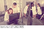 Купить «Adults trying to get out of escape room», фото № 27282905, снято 6 июля 2017 г. (c) Яков Филимонов / Фотобанк Лори