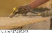 Купить «worker hand sprays polish to mdf planks», видеоролик № 27290649, снято 17 ноября 2017 г. (c) Syda Productions / Фотобанк Лори