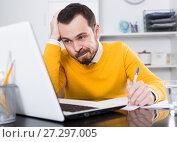 Купить «Man makes important documents», фото № 27297005, снято 26 апреля 2019 г. (c) Яков Филимонов / Фотобанк Лори