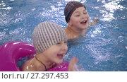 Купить «Children's water games in the pool. Little kids bathe in the swimming pool», видеоролик № 27297453, снято 7 декабря 2017 г. (c) Константин Мерцалов / Фотобанк Лори