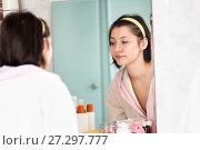 Купить «young woman in the bathroom yawns and wakes up», фото № 27297777, снято 12 декабря 2017 г. (c) Типляшина Евгения / Фотобанк Лори