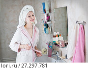 Купить «young woman in the bathroom yawns and wakes up», фото № 27297781, снято 12 декабря 2017 г. (c) Типляшина Евгения / Фотобанк Лори