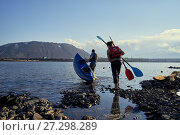 Купить «Norilsk, Russia - June 20, 2017: a guy and a girl floating on a kayak», фото № 27298289, снято 20 июня 2017 г. (c) Александр Сергеевич / Фотобанк Лори