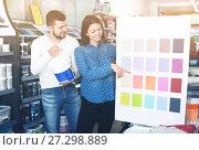 Купить «Couple deciding on best color scheme», фото № 27298889, снято 9 марта 2017 г. (c) Яков Филимонов / Фотобанк Лори