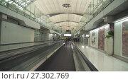 Купить «Interior of the new Bangkok International Airport Suvarnabhumi stock footage video», видеоролик № 27302769, снято 27 июня 2017 г. (c) Юлия Машкова / Фотобанк Лори
