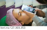 Купить «Specialist taking photo of eyebrows», видеоролик № 27303353, снято 16 февраля 2017 г. (c) Илья Шаматура / Фотобанк Лори