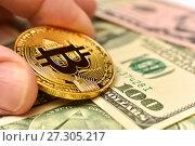 Купить «Золотая монета Bitcoin», эксклюзивное фото № 27305217, снято 19 декабря 2017 г. (c) Юрий Морозов / Фотобанк Лори