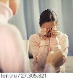 Купить «Mother reprimands her daughter», фото № 27305821, снято 26 марта 2019 г. (c) Яков Филимонов / Фотобанк Лори