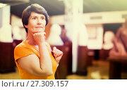 Купить «Adult woman is visiting museum», фото № 27309157, снято 22 октября 2017 г. (c) Яков Филимонов / Фотобанк Лори