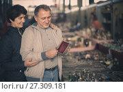 Купить «joyous mature spouses buying retro handicrafts on flea market», фото № 27309181, снято 23 октября 2017 г. (c) Яков Филимонов / Фотобанк Лори