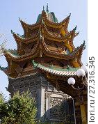 Купить «Yu Baba Gongbei chinese style mosque, Gansu province, Linxia, China.», фото № 27316345, снято 2 ноября 2017 г. (c) age Fotostock / Фотобанк Лори