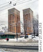 Купить «Двадцатиэтажные одноподъездные монолитные жилые дома – жилой комплекс «Дуэт» (два здания, объединённых общим стилобатом). Построены по индивидуальному проекту в 2010 году. 10-я Парковая ул., 7 и 9. Район Измайлово. Город Москва», эксклюзивное фото № 27320313, снято 1 января 2011 г. (c) lana1501 / Фотобанк Лори