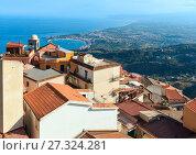 Купить «Taormina view from Castelmola, Sicily», фото № 27324281, снято 11 июня 2017 г. (c) Юрий Брыкайло / Фотобанк Лори