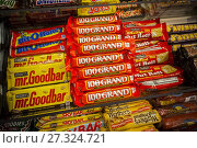Купить «Nestlé's brand 100Grand with other candies in a store in New York on Tuesday, September 5, 2017. Major confectioners including Hershey, Mars, Mondelez...», фото № 27324721, снято 5 сентября 2017 г. (c) age Fotostock / Фотобанк Лори